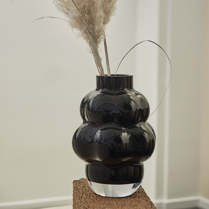 Louise Roe Balloon Vase 04 Black fra Louise Roe