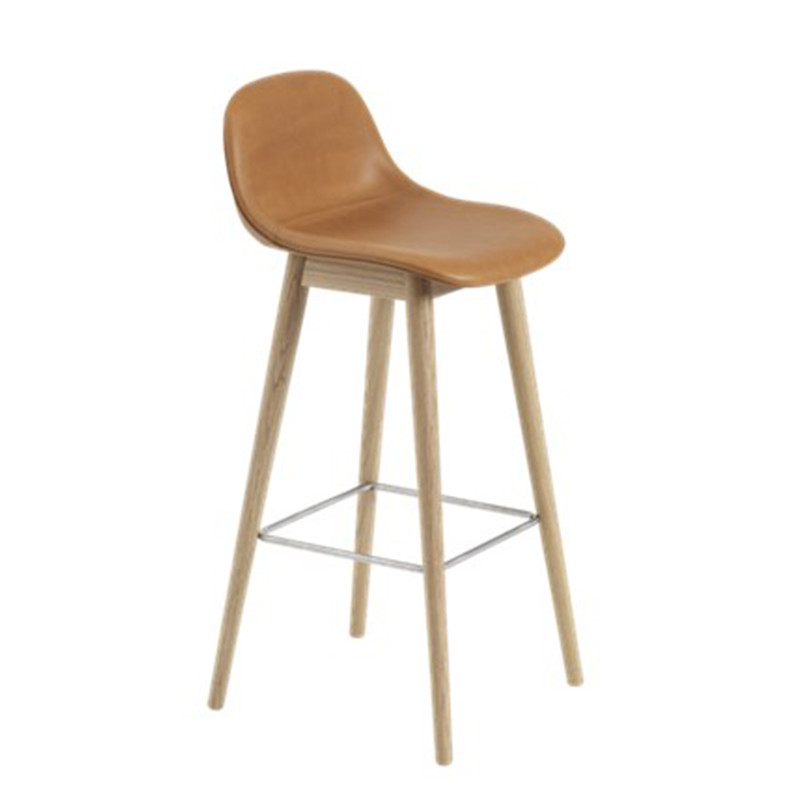 Muuto Fiber Barstol Wood Base Cognac silk leather