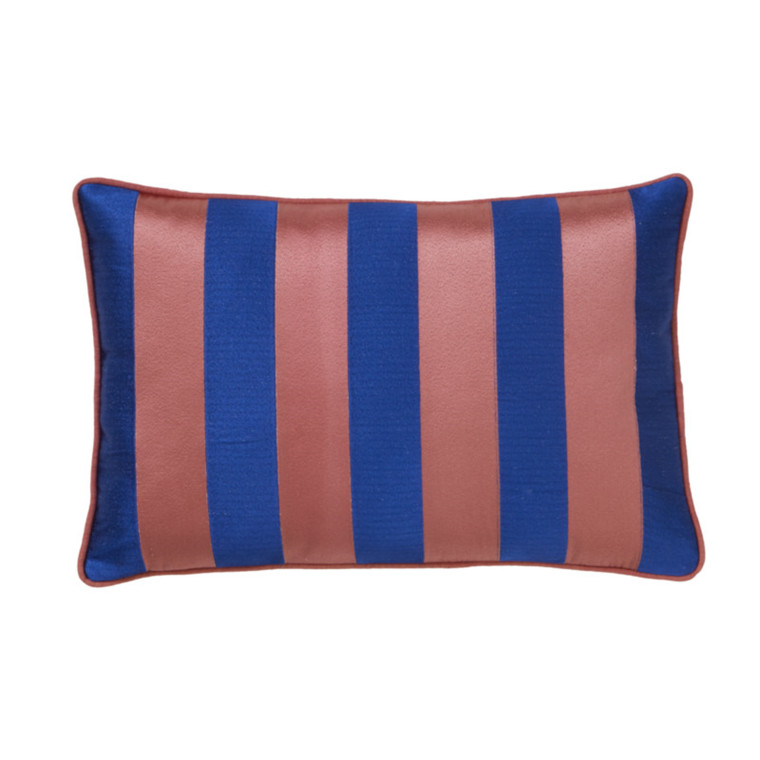 Bungalow Stripe Broderet Pude True Blue