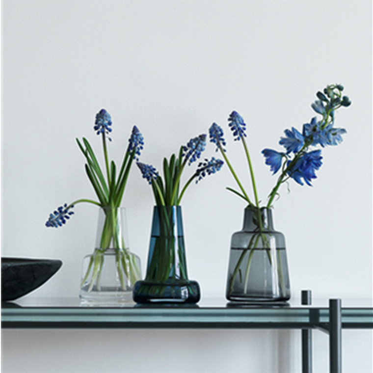 Holmegaard Flora Vase lang hals, blå, H 12 cm