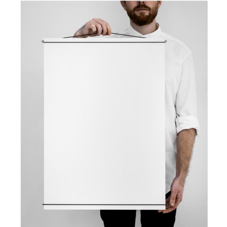 Moebe Poster Hanger Messing 50x70