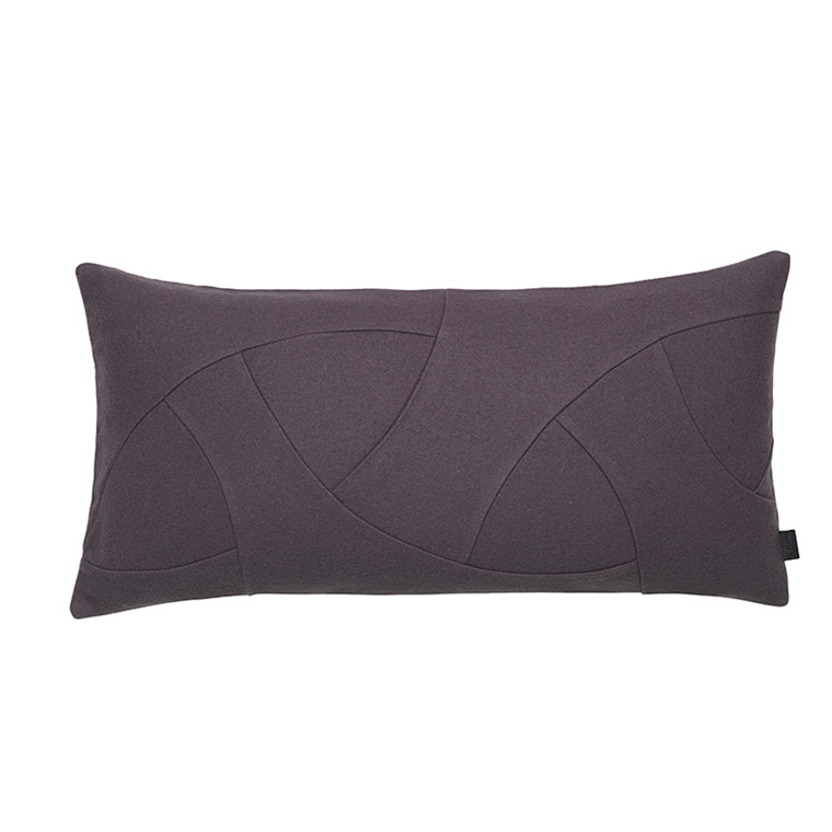 By Lassen Pude, Flow Hero Cushion Plum