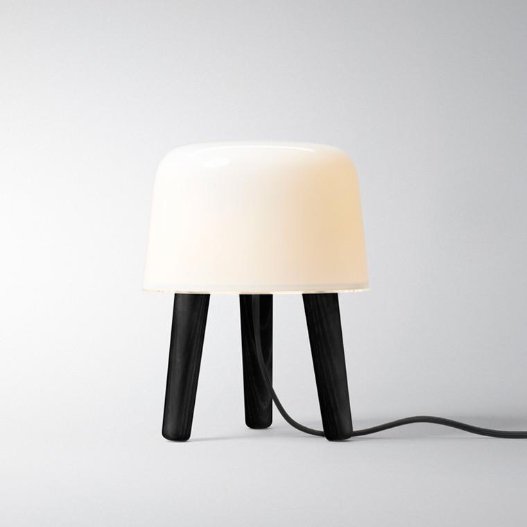 & tradition Milk Lampe med sorte ben