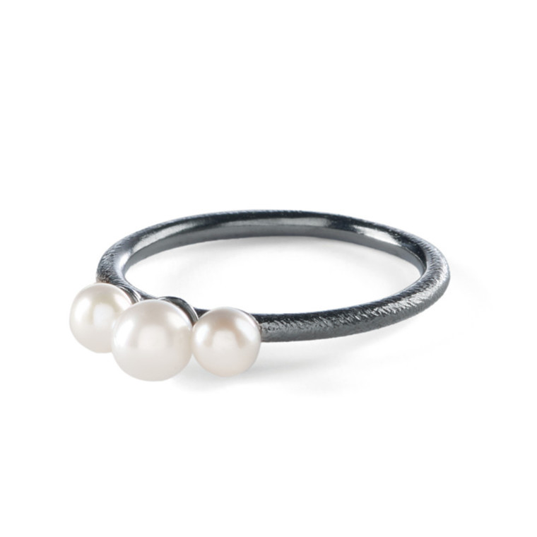 Pernille Corydon Ring 3 Pearls Rhodineret