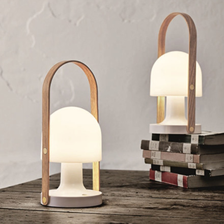 followme bordlampe transportabel led lampe. Black Bedroom Furniture Sets. Home Design Ideas