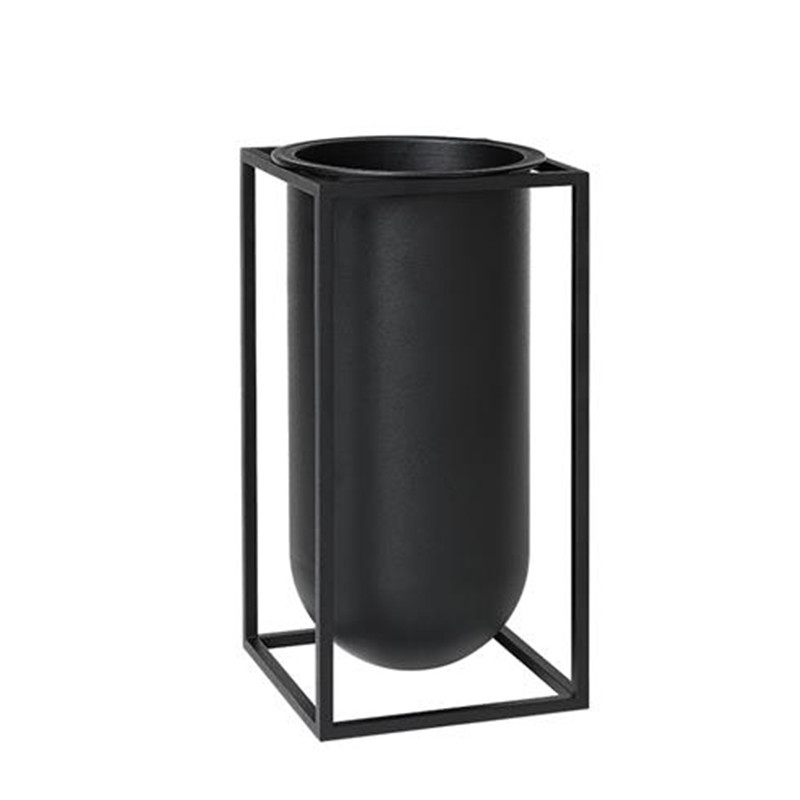 kubus vase elegant by lassen kubus vase smukt design der passer til den i koniske kubus stage. Black Bedroom Furniture Sets. Home Design Ideas