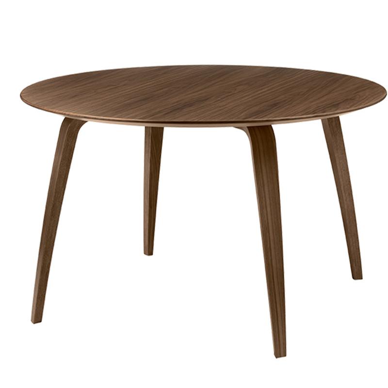 Gubi Dining table - Rundt klassisk spisebord i valnød