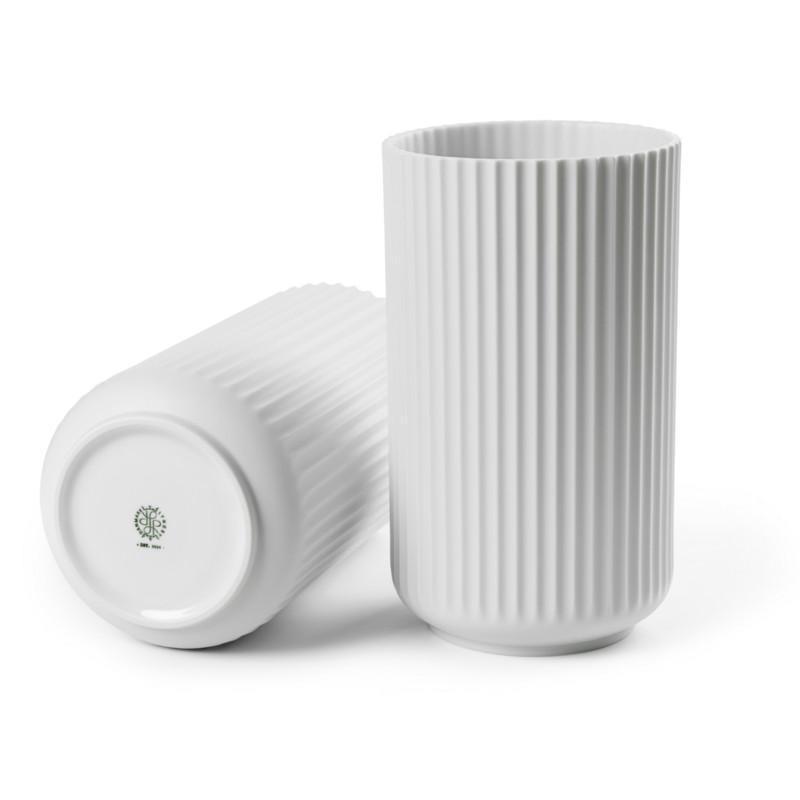 lyngby vase mat hvid klassisk lyngby vase fra porcel nsfabrikken. Black Bedroom Furniture Sets. Home Design Ideas