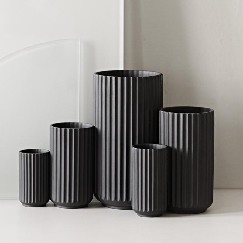 lyngby vase mat sort vaser fra karakter lyngby porcel n. Black Bedroom Furniture Sets. Home Design Ideas