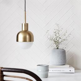 house doctor lampe glow messing pendel i messing der skaber varme i indretningen. Black Bedroom Furniture Sets. Home Design Ideas