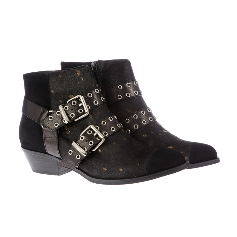 Sofie Schnoor belt boot