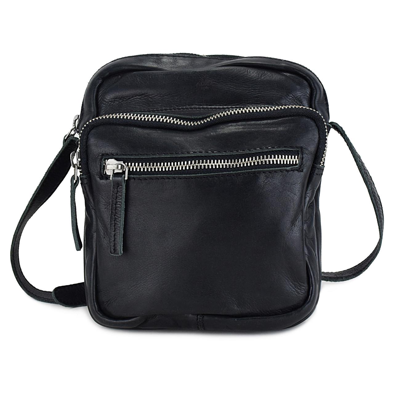 Tasker. En taske er en af de vigtigste accessories til dit outfit. Her finder du fine tasker til en festlig aften i byen og større shopping tasker til hverdagsbrug.