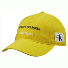 IU0IU00076 Calvin Klein Slogan Kask GUL