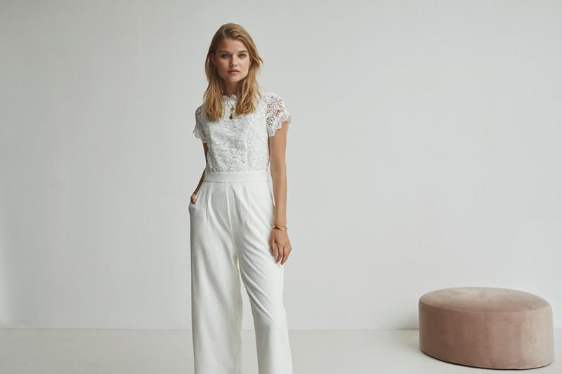 buksedragt hvid
