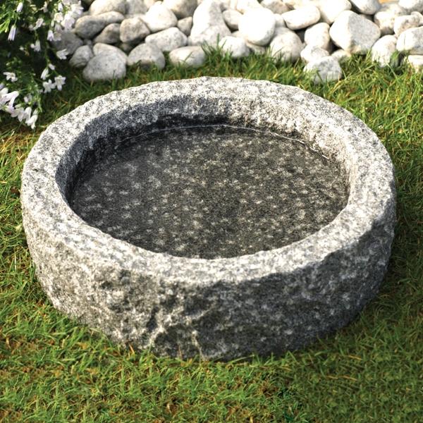 Fuglebad rund grovhugget Ø35 cm, mørkegrå granit.