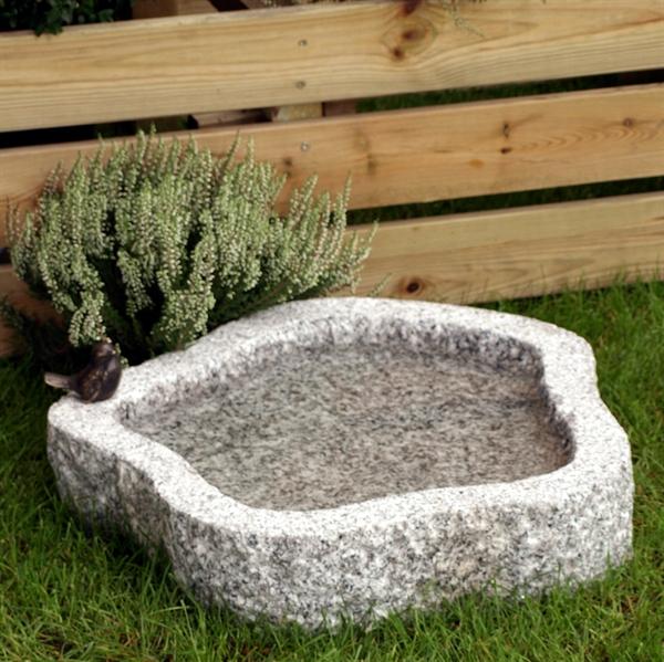 Fuglebad rund naturform Ø30 cm, lysegrå granit