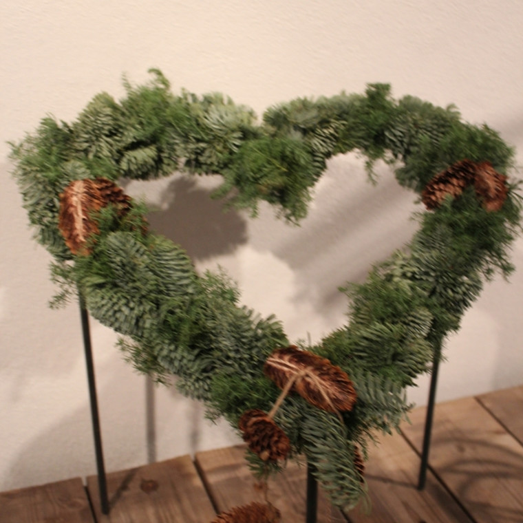 Hjerte på 3 ben 24x24 cm