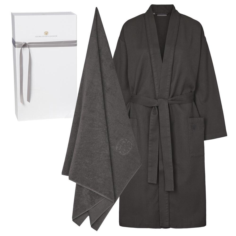 1 kimono (unlined) and 1 beach towel