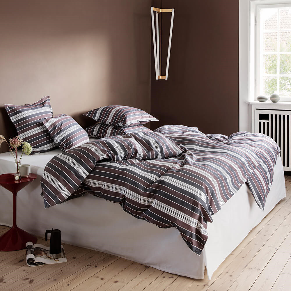 OLDER bed linen Wine