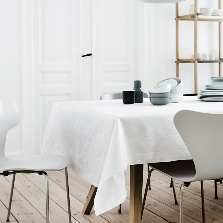 ARNE JACOBSEN damastduk White