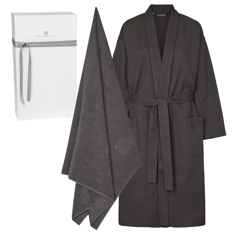 1 kimono (unlined) and 1 beach towel