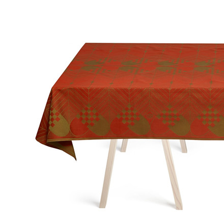 THE CHRISTMAS TABLECLOTHS