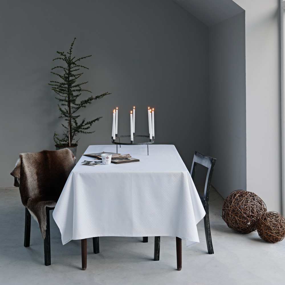 snowflakes tablecloths color white inspired by the purity and calm of snowflakes georg jensen. Black Bedroom Furniture Sets. Home Design Ideas