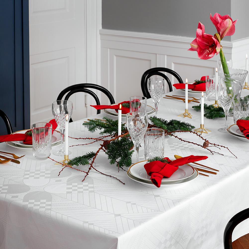 The Christmas Tablecloth A Nostalgic Signature Design Georg