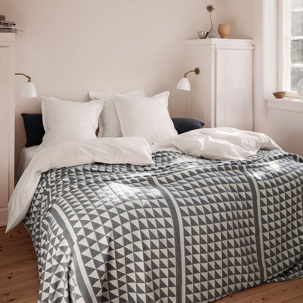 tolle weiche tagesdecke aus 100 baumwolle von georg jensen damask georg jensen damask. Black Bedroom Furniture Sets. Home Design Ideas