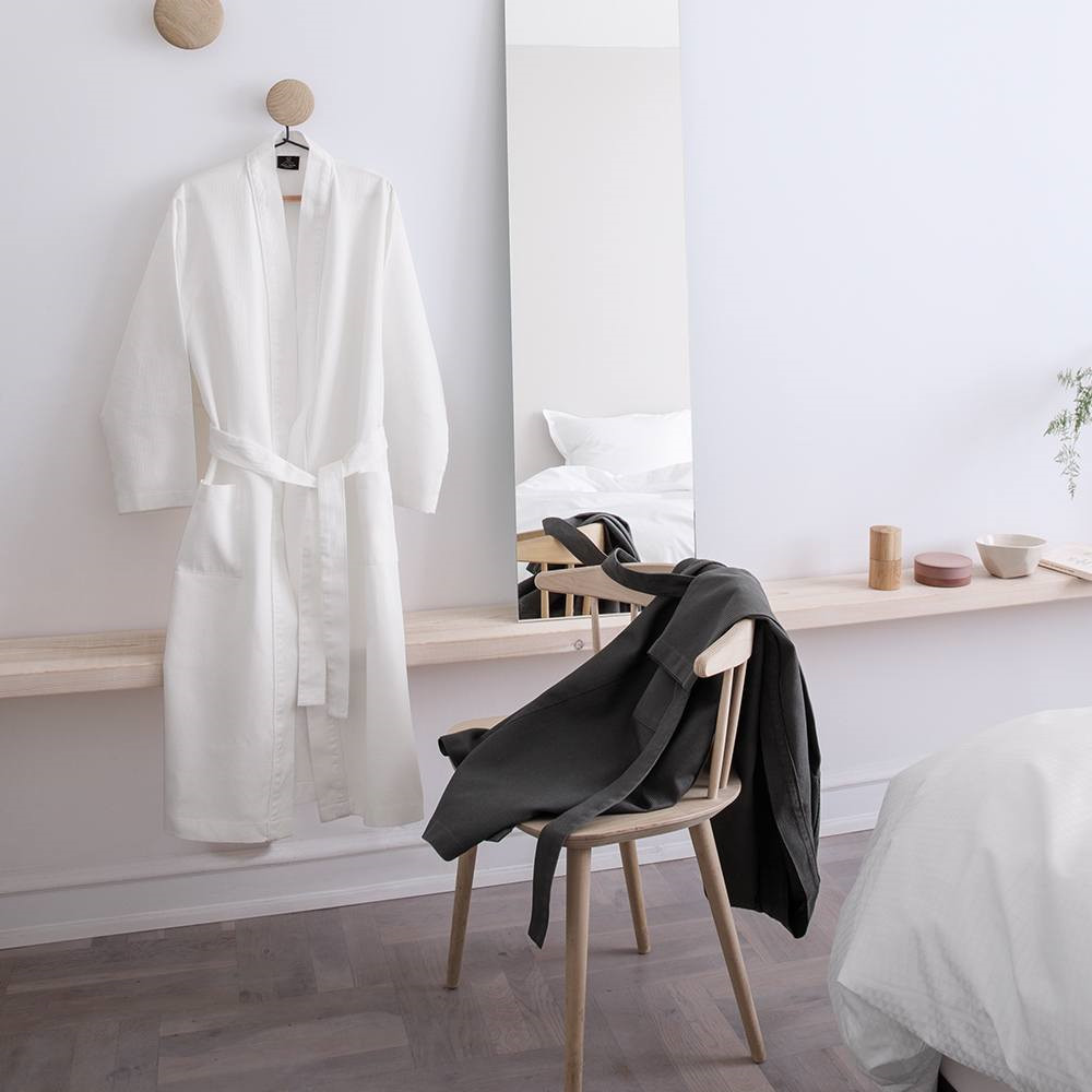 kimono is a warm version of the classic georg jensen damask kimono georg jensen damask. Black Bedroom Furniture Sets. Home Design Ideas