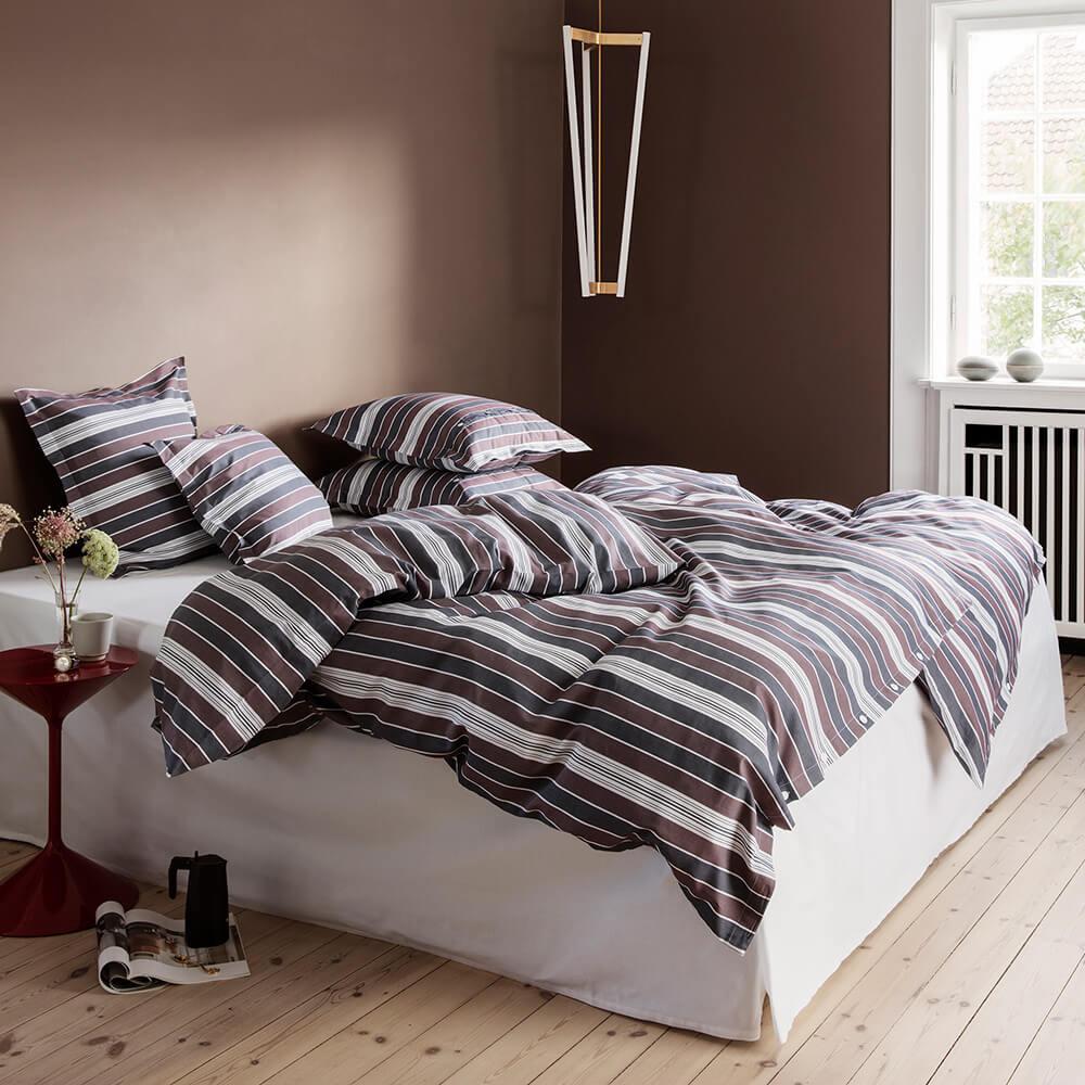 schicke bettw sche mit klassischen streifen von georg jensen damask georg jensen damask. Black Bedroom Furniture Sets. Home Design Ideas
