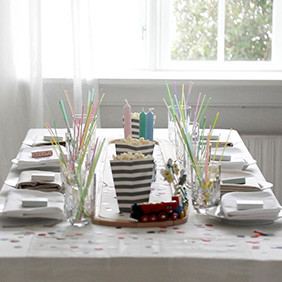 In our decoration of the table, we chose pastels, which are suitable for both boys and girls