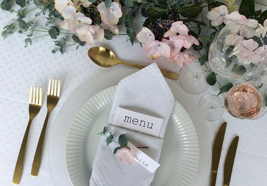 5ab7a9e6 Få inspiration til både borddækningen og gavelisten til brylluppet ...