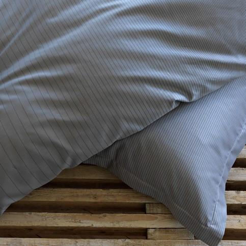 now the designer cecilie manz has started collaboration work georg jensen damask. Black Bedroom Furniture Sets. Home Design Ideas