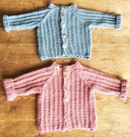 Babytrøje med strukturmønster