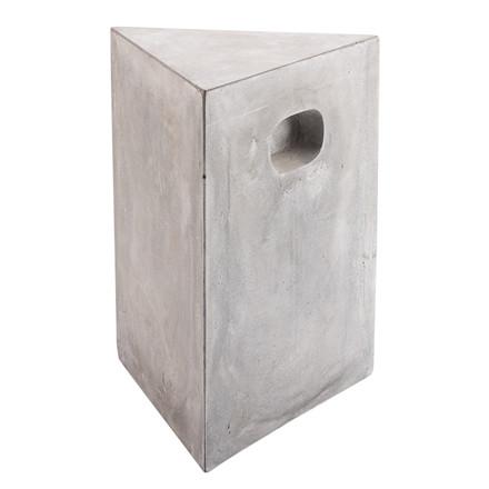 EARTH skammel i beton - kan kun købes i butikkerne 33 x 33 x H 43,5 cm