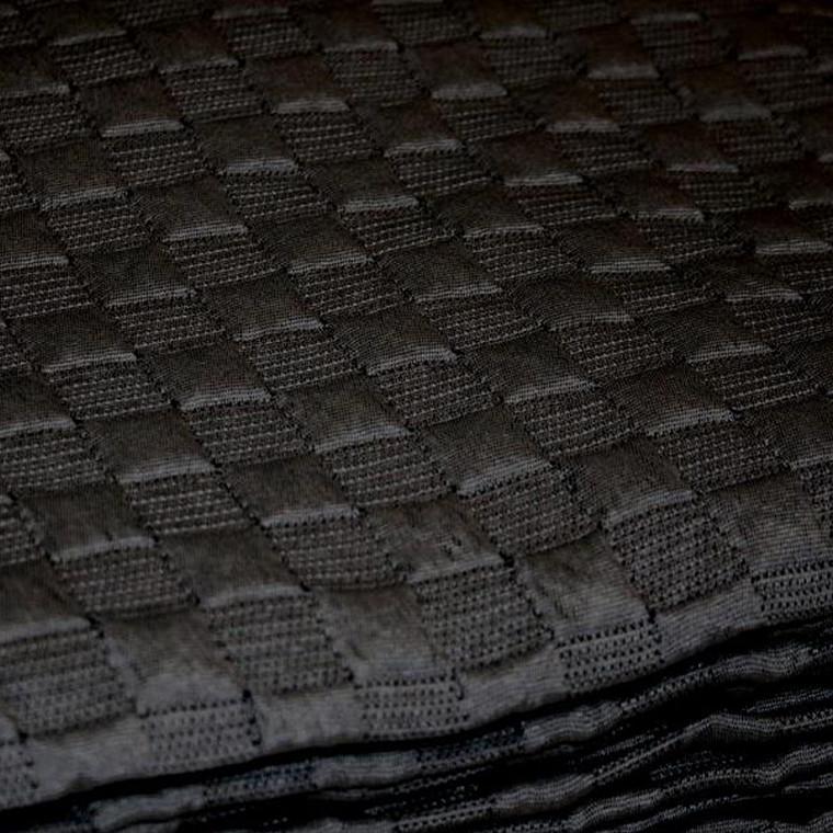 Juna Caro sengetæppe sort 280 X 260 cm