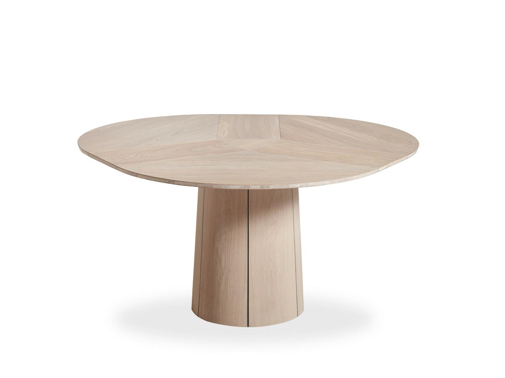 Skovby. Rundt bord af egetræ m. tillægsplader. (3) |