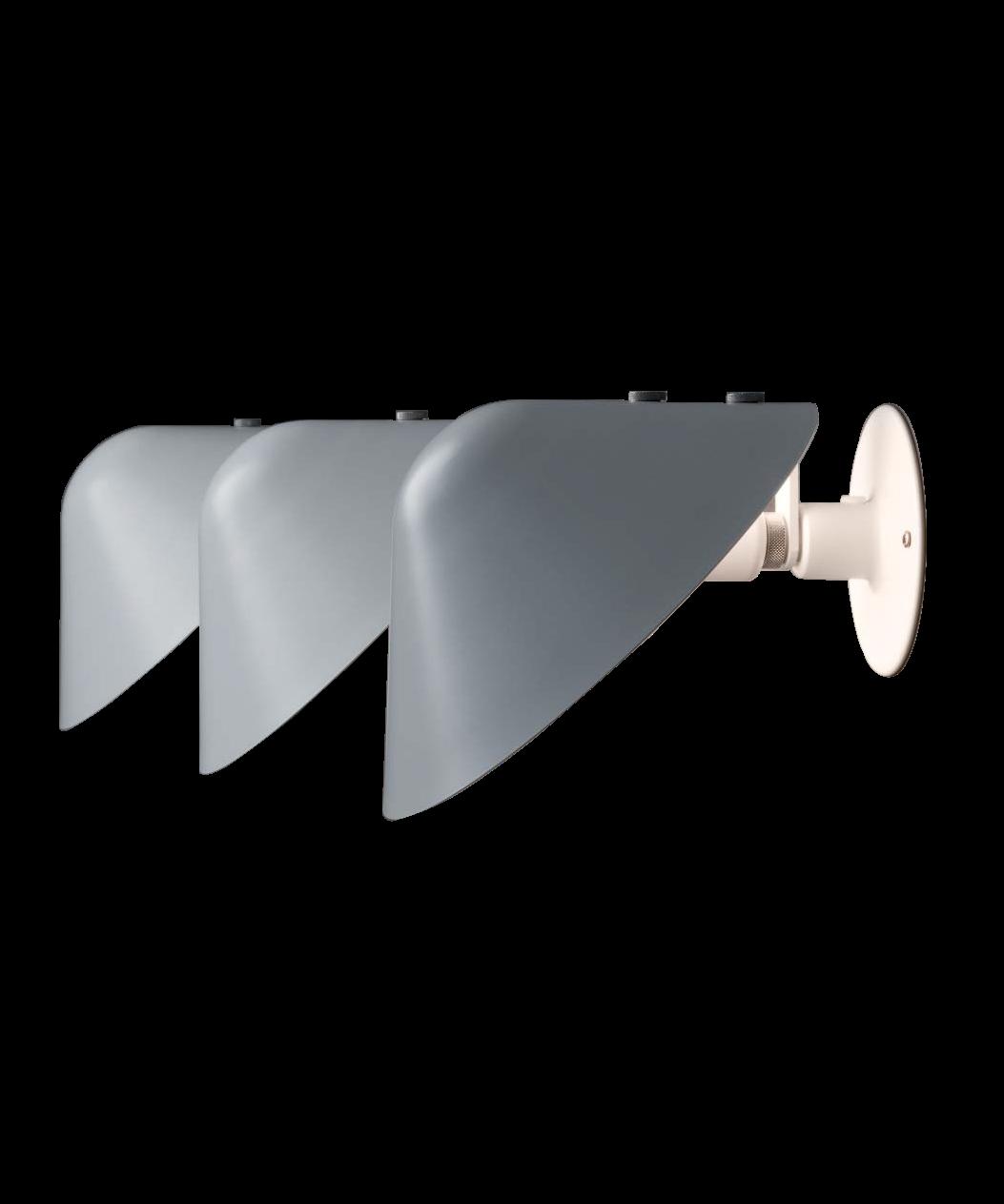 DesignJørgen Gammelgaard for Pandul Koncept Mini Vip Væglampe V025 er en smuk lampe designet af Jørgen Gammelgaard for Pandul. Her har du en lampe med mange gøremål og funktioner, da du kan vippe lyset op eller ned, alt efter dit behov. Placer flere lamper på række i en lang gang, op langs en trappeopgang, eller brug en enkelt ved lænestolen eller som sengelampe. Med Vip får du en utrolig fleksibel lampe som giver et blødt, dejligt og diffust lys ud i rummet. Der er en kontakt på fatningen og ledningsføringen kan valgfrit køres indvendigt mod væg eller udvendigt til stikkontakt. OBS - Lamperne fra Pandul produceres og samles i Danmark, med afsendelse fra fabrikken én gang om ugen. Derfor vil der kunne opleves leveringstider op til 4-8 dage ved lagerudsving.