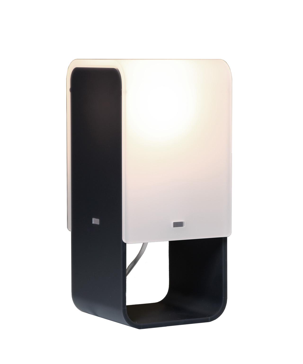 DesignMorten Flensted for Cph Lighting Koncept Morten Flensted har skabt Lightsquare hvid som en bordlampe med et grafisk udtryk. Materialevalget faldt på Plexiglas-Satin Ice der er et eksklusivt akrylmateriale som giver et smukt, blændfrit lys, gennem selve diffuseren. Vælg mellem fem flotte farver til Lightsquare, så den kan passe perfekt til både farverige og mere nedtonede indretninger. De frække farver lampehuset fremstilles i er Hvid (Snow), Sort (Graphite), Brun (Terra), Grøn (Kiwi) eller Lilla (Plum).