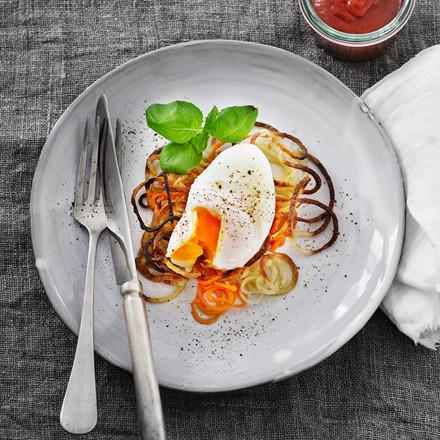 Grøntsagsreder med pocheret æg