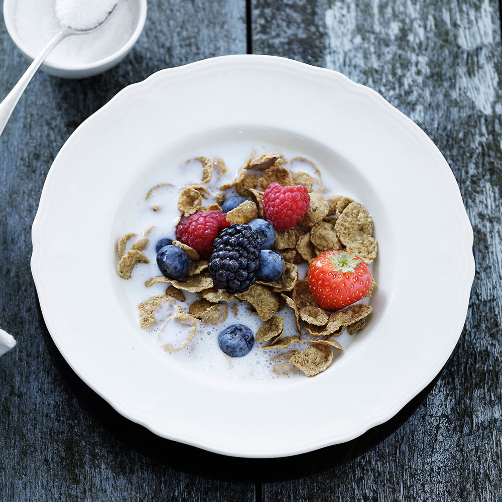 Flakes with berries