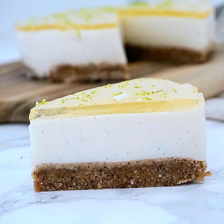 Cheesecake m, hyldeblomst & lime