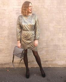 Moves by Minimum Fedissa kjole i guld