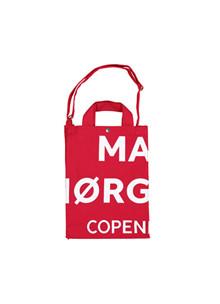 Mads Nørgaard Töte bag E i rød