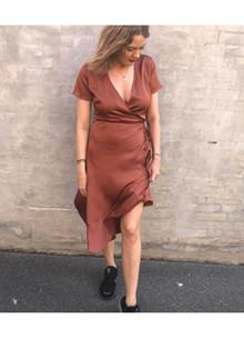 Neo Noir Magga Solid kjole i rust rød