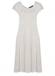 Résumé Mae kjole i hvid