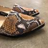 Ivylee Courtney Faux Phyton loafer i gul