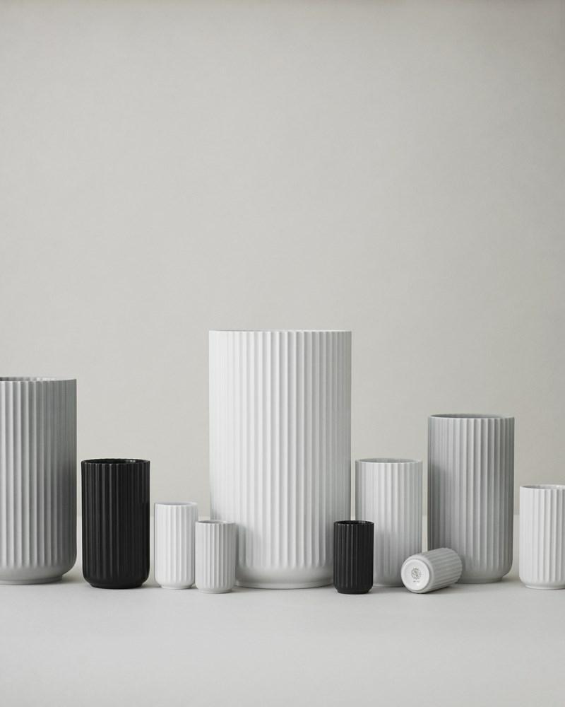 Super Lyngby vase i sort - en klassiker til det stilfulde hjem. IC21