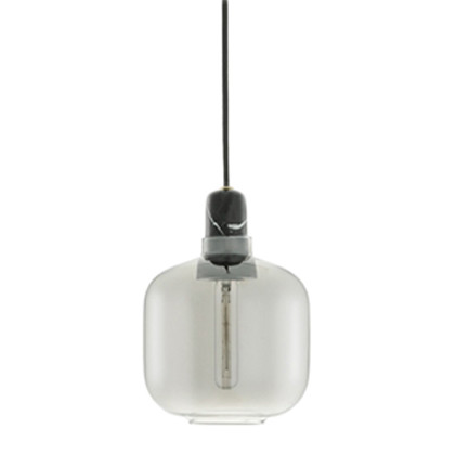 Amp Pendel Lampe Small - Smoke/Sort fra Normann Copenhagen